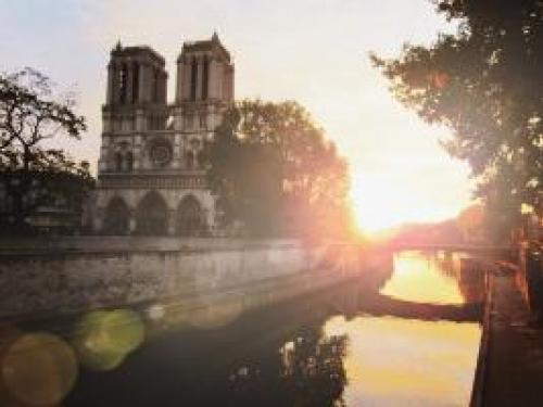 Photo of Notre Dame at sunrise